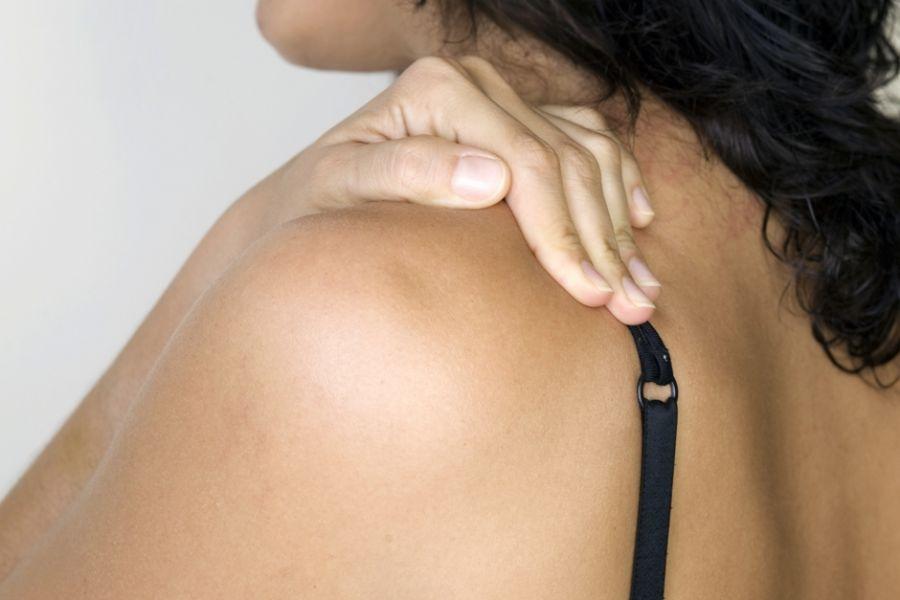 Mulher com dor na coluna