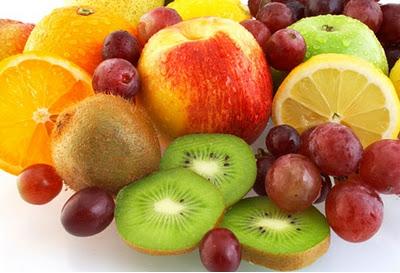 Alimentos ricos em vit. C, que é indispensável na produção de colágeno e por consequente na beleza da pele.