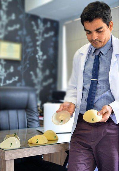 Próteses de poliuretano Dr Moises com alguns tipos de prótese de silicone