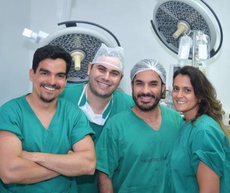 Equipe de cirurgia plástica Dr Moises De Melo. Realizaram as cirurgias: Hidrolipo, lipoescultura de glúteos e mastopexia com prótese.