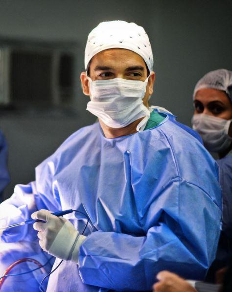 cirurgia plástica para troca da prótese de silicone